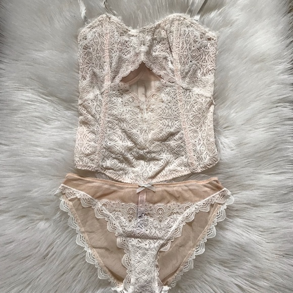 439440409bd Victoria Secret Chantilly Lace Bustier. M 5bd36effbaebf6cda8b63dec